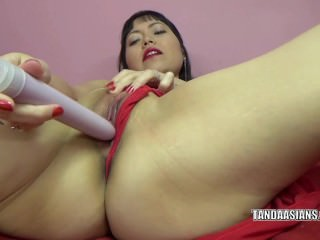 Yuka Ozaki is masturbating..